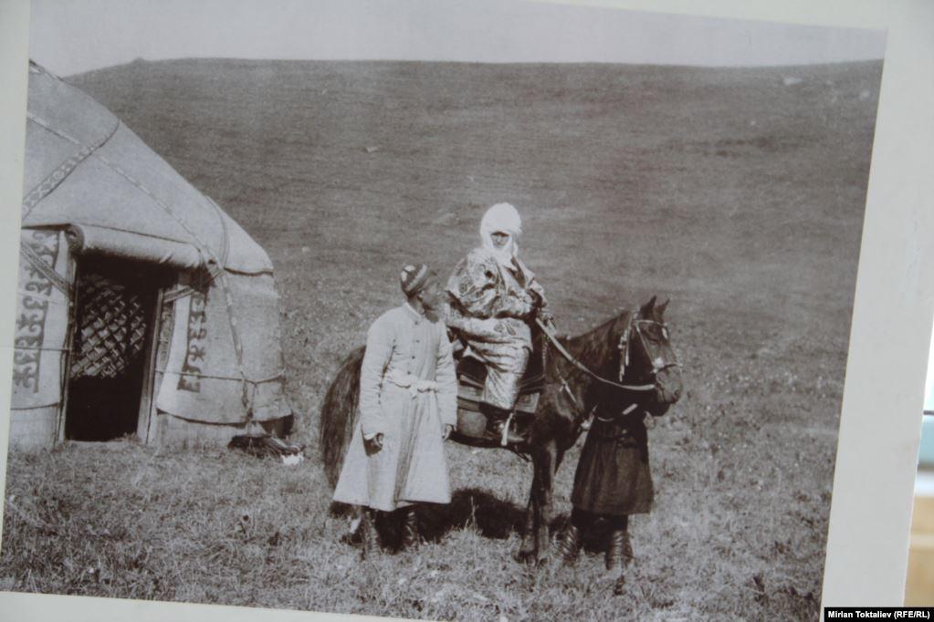 Kurmandżan-datka i Myrzapajas