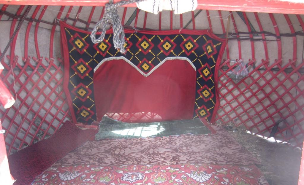 wnętrze jurty